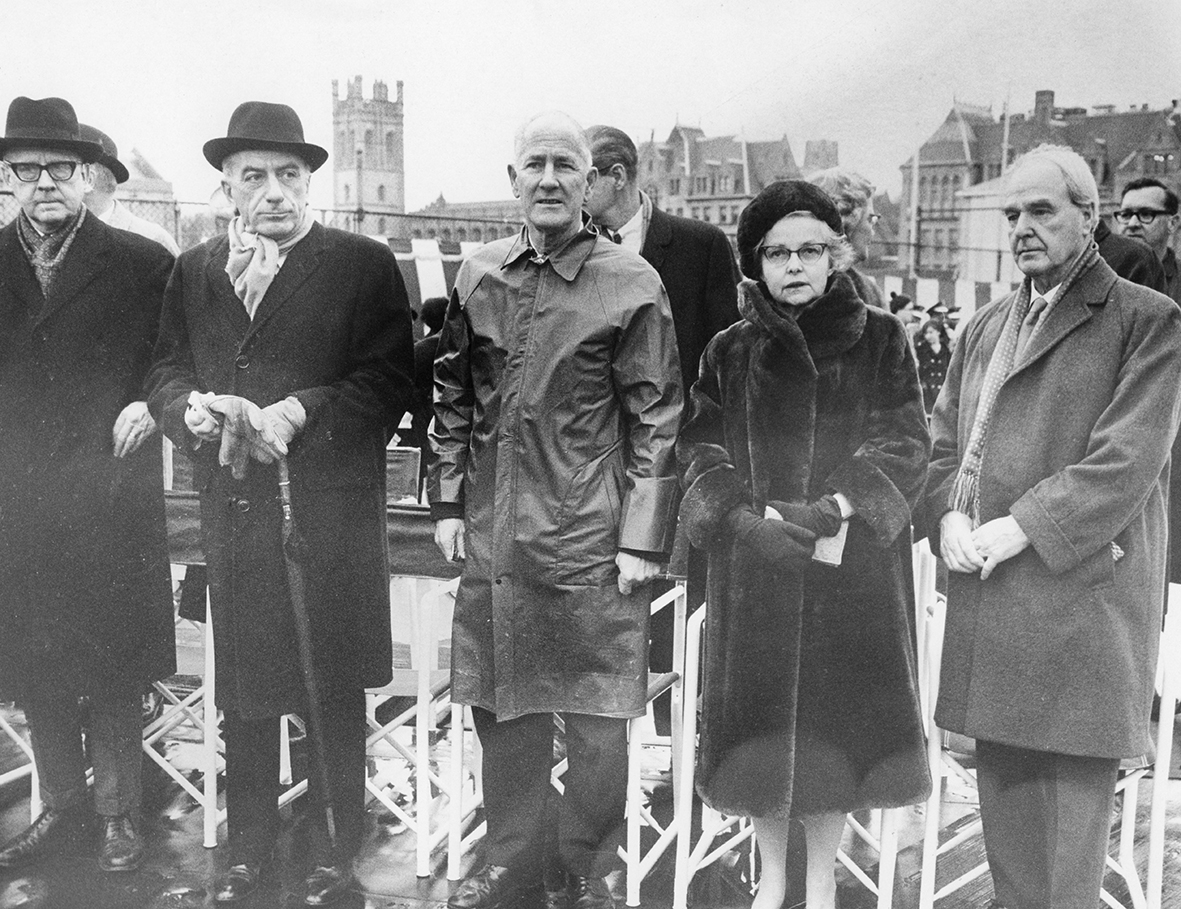 Henry Moore at the unveiling of LH 526 at the University of Chicago, with Egido Ortana, Dr George Beadle and Mrs Enrico Fermi, 2nd December 1967.