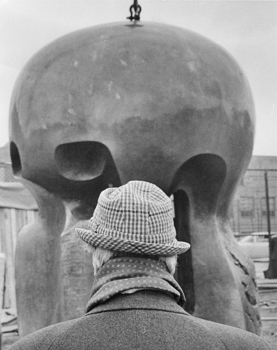 Henry Moore with Nuclear Energy 1964-66 (LH 526) at the University of Chicago, 30th November 1967