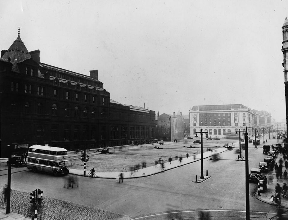 Junction of the Headrow and Calverley Street, c. 1920. The building which is to become the Henry Moore Institute can be seen in the centre of the photo