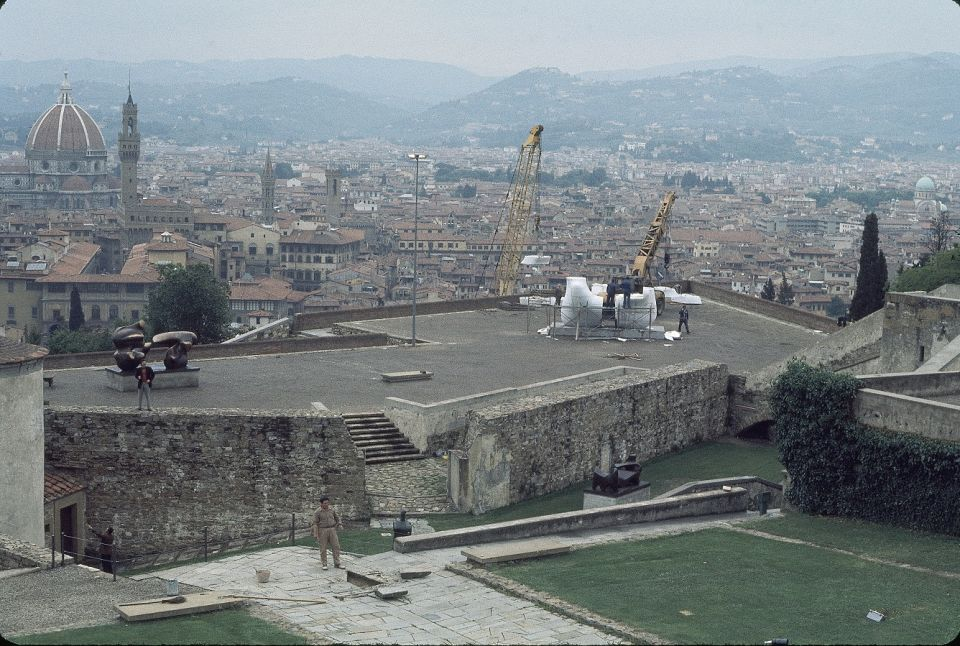 Installation of Large Square Form with Cut 1969-71 (LH 599) at the Forte di Belvedere in Florence. The large crane outside the fort was used to lift the pieces of the sculpture up onto the ramparts; the smaller crane on the ramparts was used to assemble t