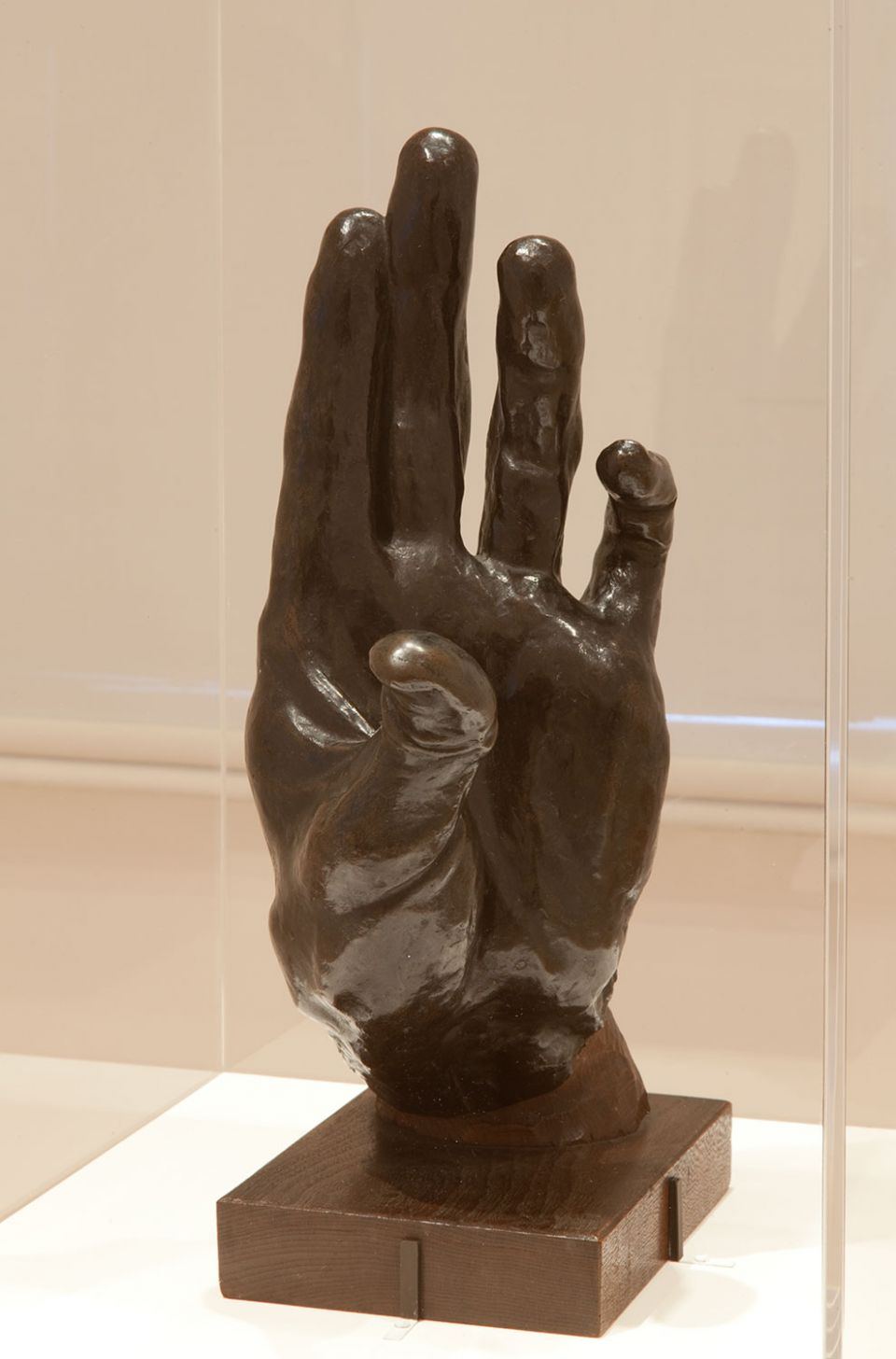 Installation view of A Study of Modern Japanese Sculpture, showing Kotaro Takamura's 'Hand' (1918, bronze with a wooden base)