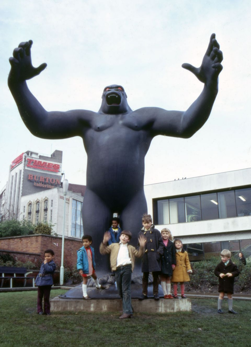 Nicholas Monro, 'King Kong' (1972, reinforced coloured fibreglass, height: 5.5 metres)
