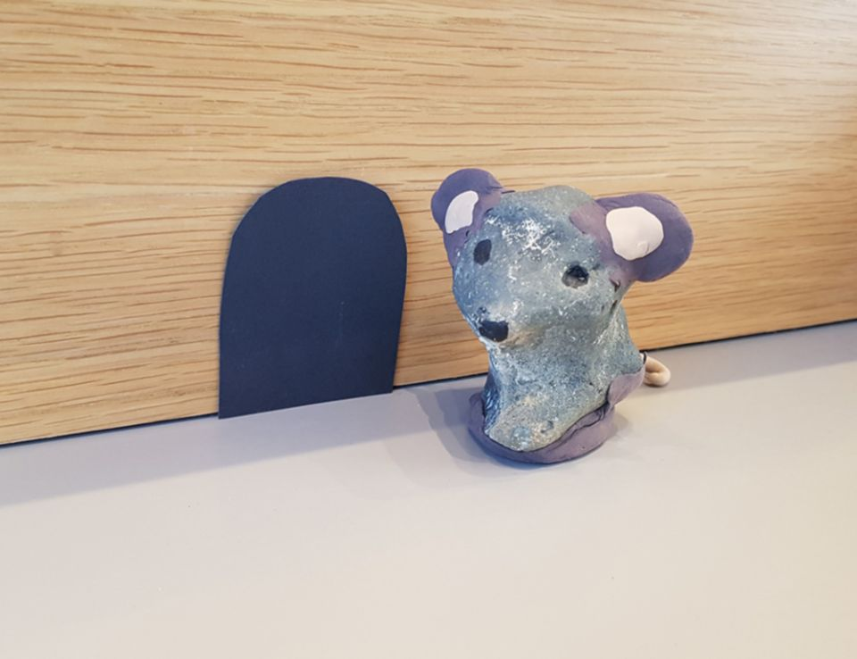 A flint and silk clay mouse