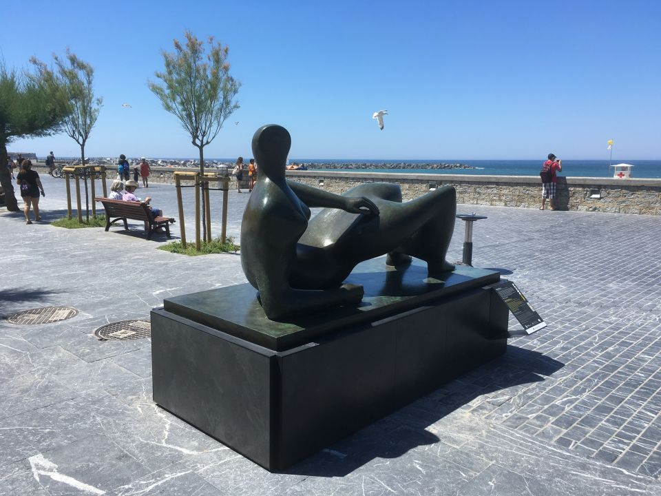 <i>Reclining Figure</i> 1982 on the seafront at San Sebastian in 2016