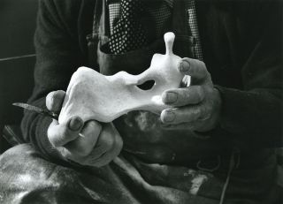 This Living Hand: Edmund de Waal presents Henry Moore